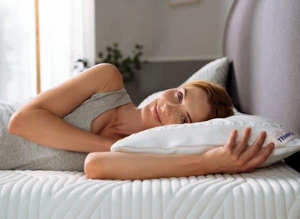 TEMPUR Breeze -tyyny ja malli sivusta