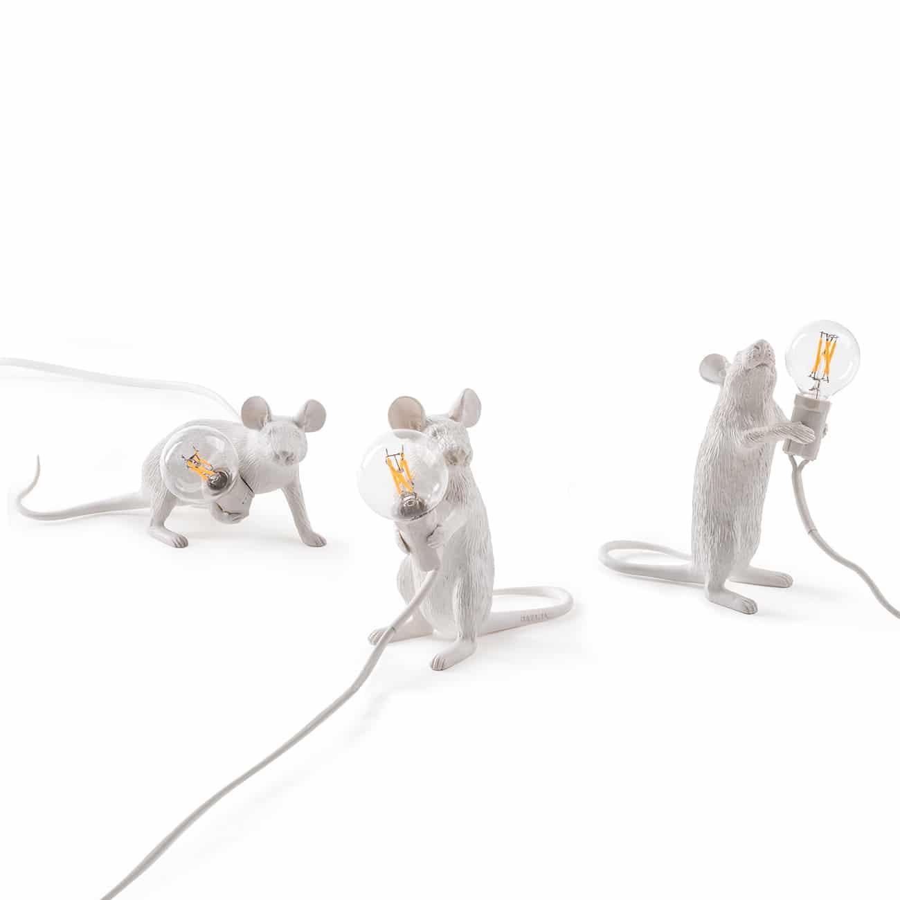 Kolme pientä valkoista hiirtä. Näiden aidon näköisten hiirien nimet ovat Step, Lop ja Mac ja he juoksentelevat ympäri taloa etsien omituisia esineitä. Pimeässä he valaisevat kulkuaan pienillä lampuillaan. Nämä Seletti Mouse -valaisimet tulevat varmasti saamaan huomiota kotonasi!