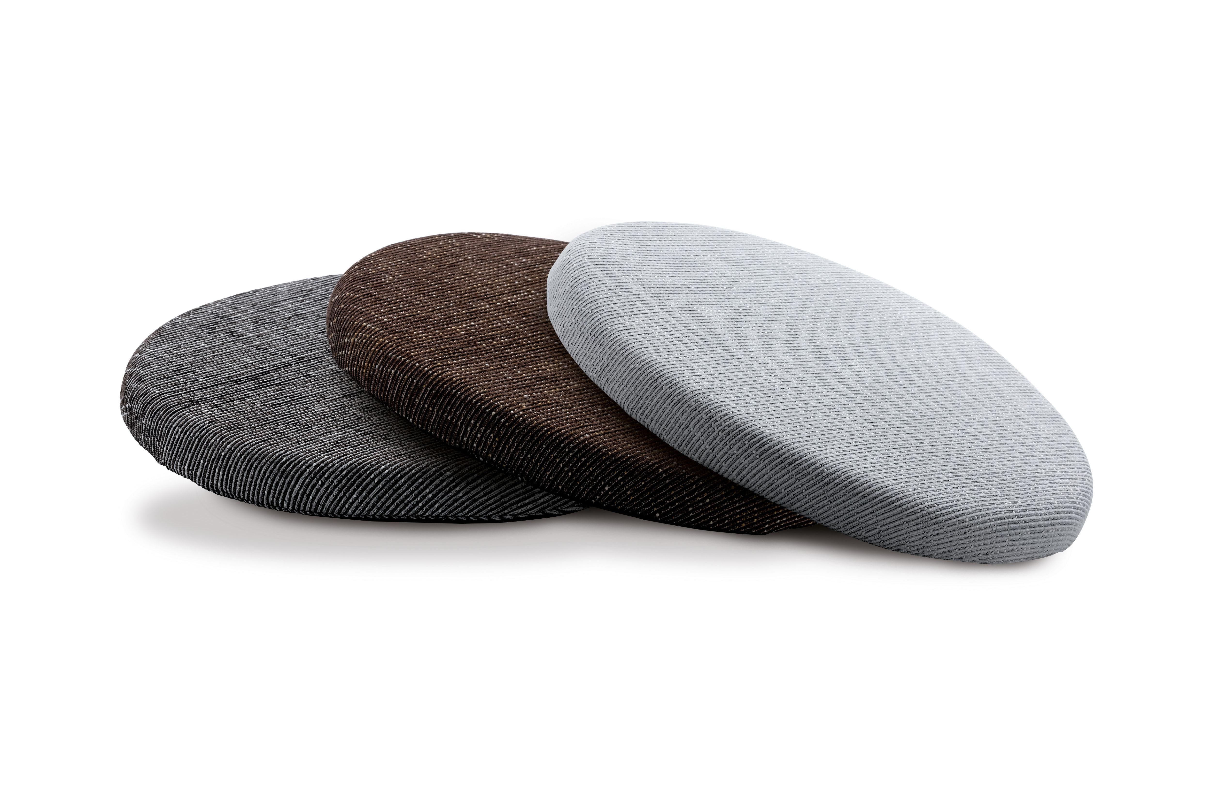 TEMPUR Marumaru -istuintyyny on kevyt, helposti mukana kannettava istuinpehmuste, joka sopii niin tuolien istuinpehmusteeksi kuin lattialla istumiseen. Tyynyn pyöreä muoto mahdollistaa käytön useimmissa tuolimalleissa.