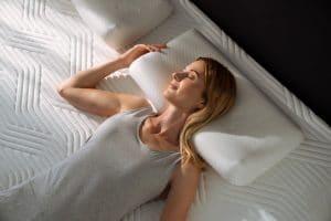 Millennium terveystyynyssä on ihanteellinen muotoilu sekä kylkiasennossa että selällään nukkuville.