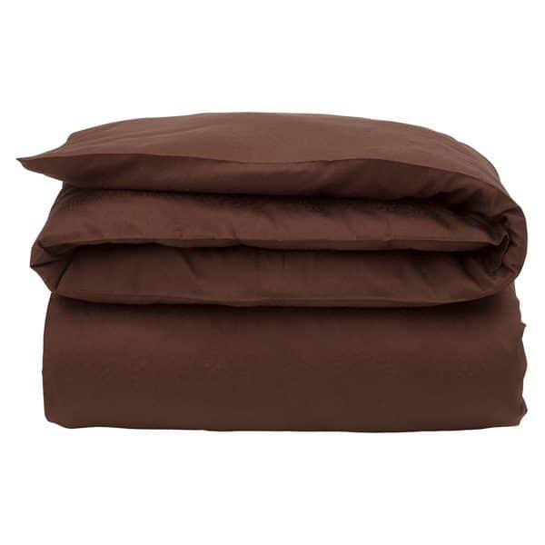 Puuvillasatiini antaa ihanan nukkumiskokemuksen, joten olemme yhdistäneet yksinkertaisen, raikkaan ulkoasun tähän ylellisen pehmeään pussilakanaan. Jakardiyksityiskohdat ja koristeelliset reikäompeleet reunoilla. Viimeistelty tyylikkäillä kuminapeilla, joihin on kaiverrettu Lexington-logo.